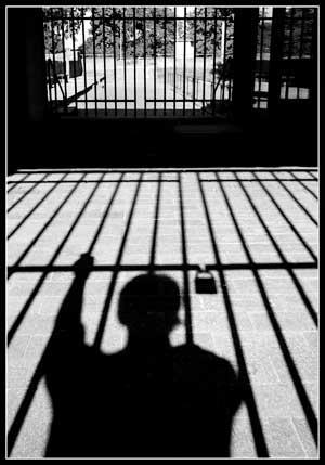 تفسير رؤية الميت في السجن