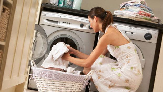 صور طريقة غسل الملابس في الغسالة الاتوماتيك