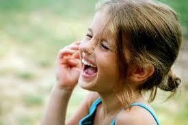 صور تفسير حلم طفلة صغيرة تضحك