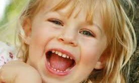 صوره تفسير حلم طفلة صغيرة تضحك