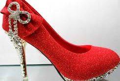 صوره تفسير حلم لبس حذاء احمر
