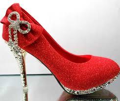 صورة تفسير حلم لبس حذاء احمر , حلم الحزاء الاحمر