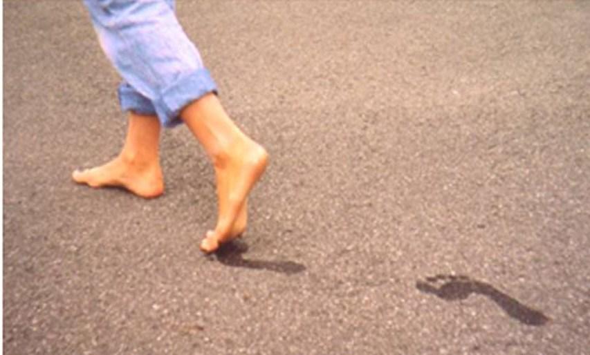صور تفسير حلم المشي حافيا لابن سيرين , حلم المشى حاف