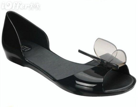 صورة تفسير الحذاء في المنام للمتزوجه