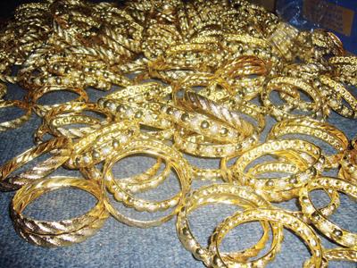 صورة تفسير حلم الحلق الذهب للبنت