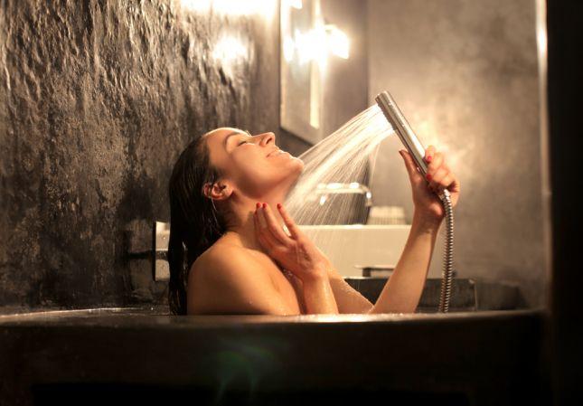 صور خطر الاستحمام اثناء الدورة الشهرية