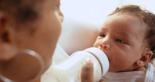 الام الولادة في الشهر الثامن