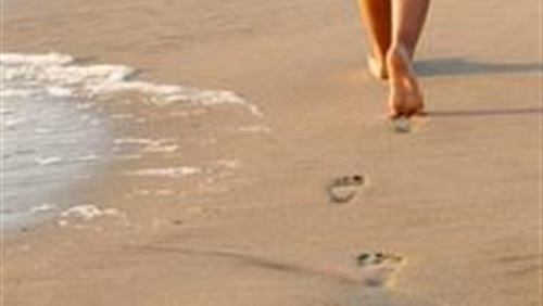 صوره فوائد المشي على الرمل