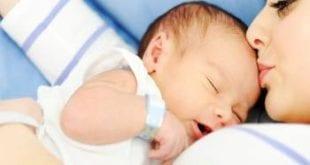 صورة حليب الام بعد الولادة