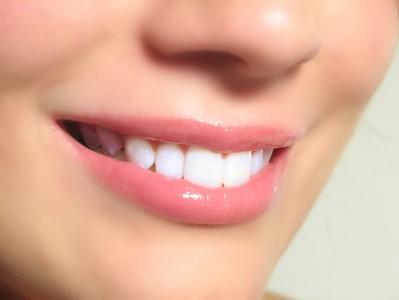 صورة تفسير حلم خروج الدم من الاسنان