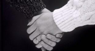اليد في اليد