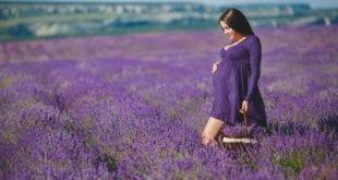 صورة صبغ الشعر اثناء الحمل