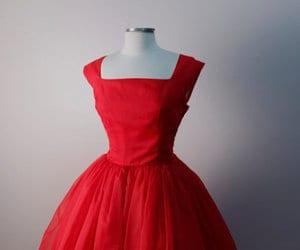 صور تفسير حلم اللباس الاحمر , قلقانه علشان حلمتى انك لابسه فستان احمر تعالى اقولك تفسيرة اى