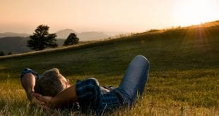 كيف تعيش سعيدا ومرتاح البال , للعيش بسعادة وراحة بال