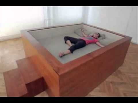 بالصور غرف نوم عجيبة وغريبة , اغرب ديكورات غرف النوم 74911 5