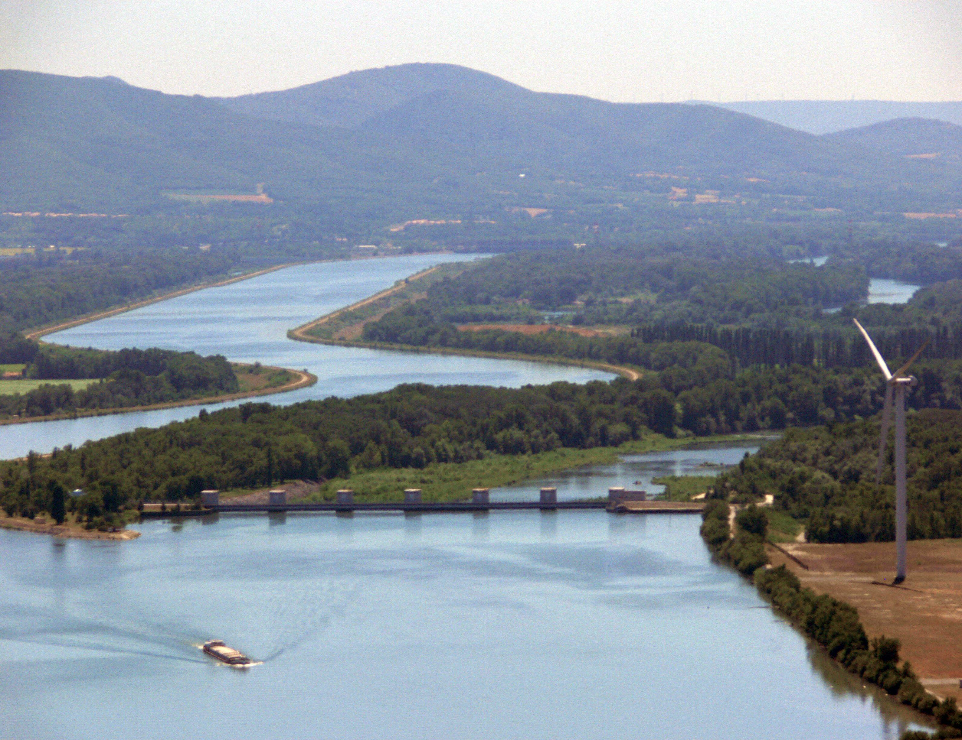 بالصور نهر الرون , الرون من اجمل الانهار بين سويسرا وفرنسا 74830 1