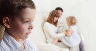 كيف تتعامل مع الطفل الغيور , اسهل طرق التعامل مع طفلك الغيور