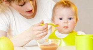 بالصور متى يبدا الطفل بالاكل , السن المناسب لاكل الاطفال 74762 2 310x165